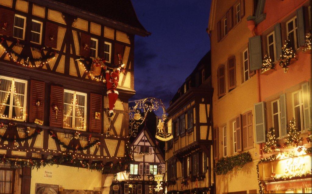 Illuminations et décorations autour de la maison du Pélerin sur la Grand'rue