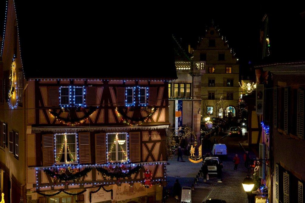 La maison du Pélerin et la Grand'rue illuminées
