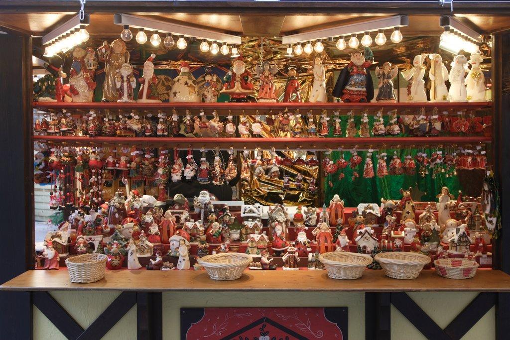 Stand sur un marché de Noël, place des Dominicains