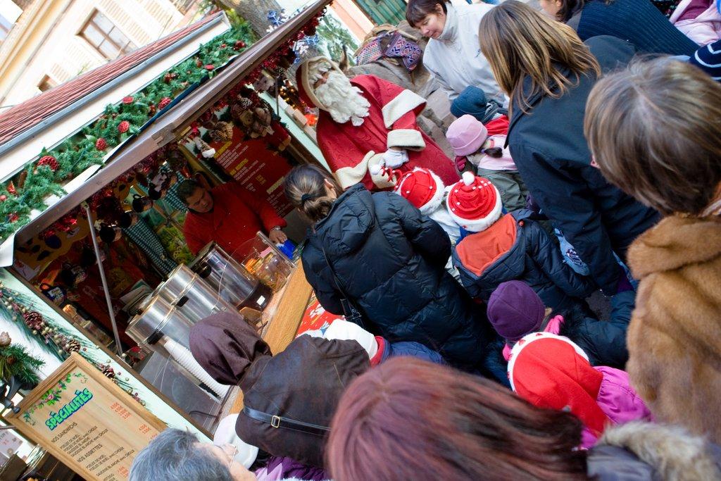 Père-Noël au marché des Enfants, place des Six Montagnes Noires