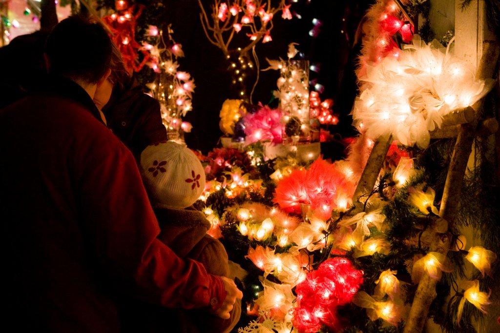 Stand au marché de Noël des Enfants, place des Six Montagnes Noires