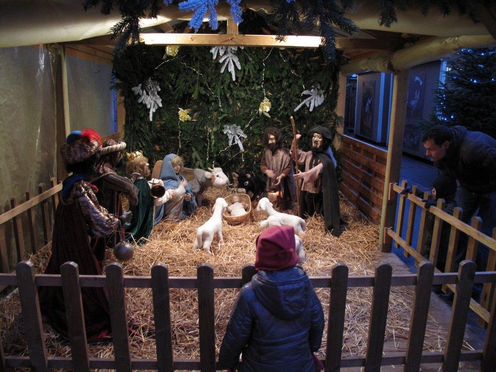 Crèche au marché de Noël des Enfants, place des Six Montagnes Noires