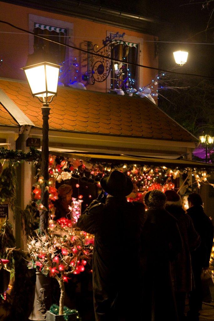 Marché de Noël des Enfants de nuit, place des Six Montagnes Noires