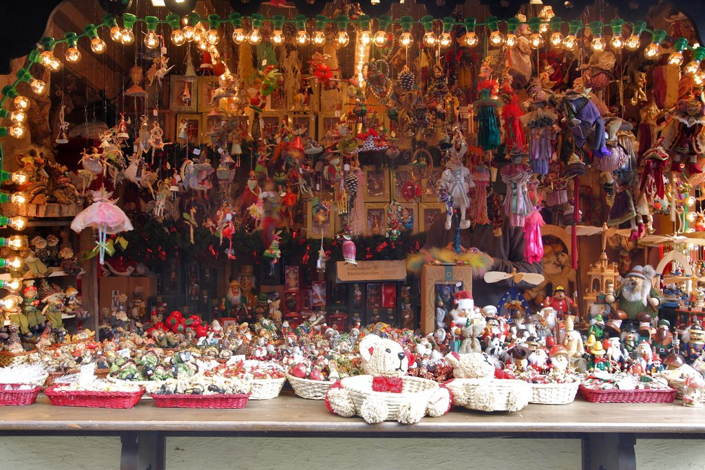 Stand sur un marché de Noël, place Jeanne d'Arc