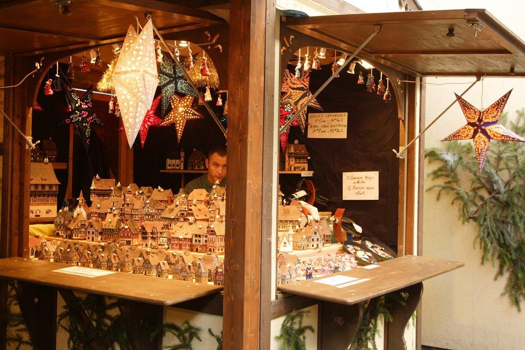 Stand sur le marché de Noël de la place Jeanne d'Arc
