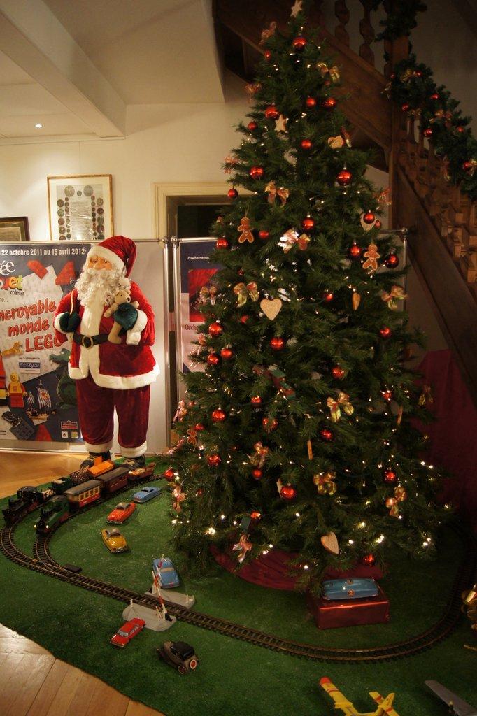 Sapin dans l'entrée du marché de Noël du Koïfhus